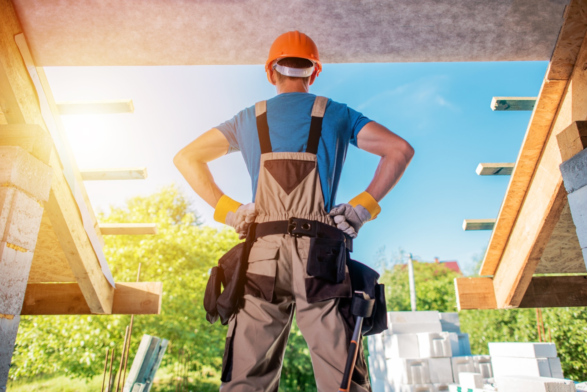builder standing with his hands on his hips
